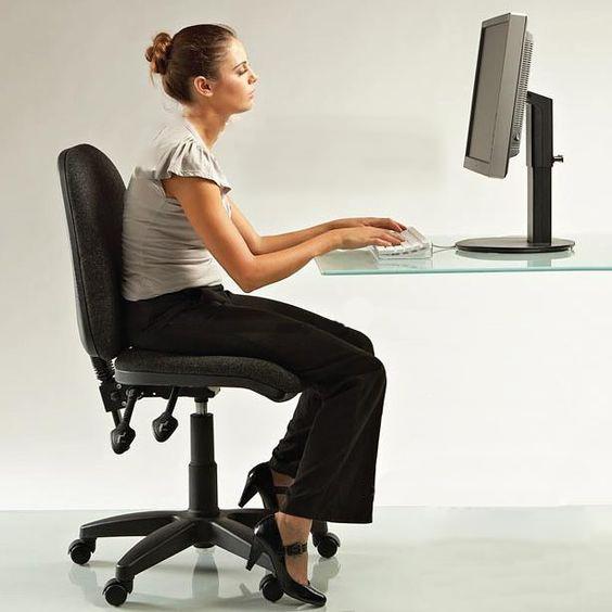 下背痛原因 姿勢不良 腰痛 坐姿