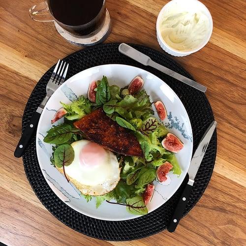 午餐,鮭魚煎蛋沙拉