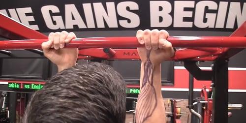 修正握槓方式後可以預防手肘痛