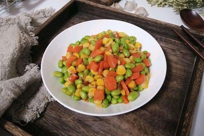 三色豆 紅蘿蔔丁 玉米粒 豌豆