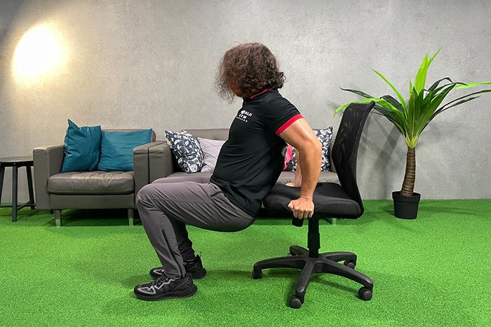 WFH也能用辦公椅來運動-三頭撐體