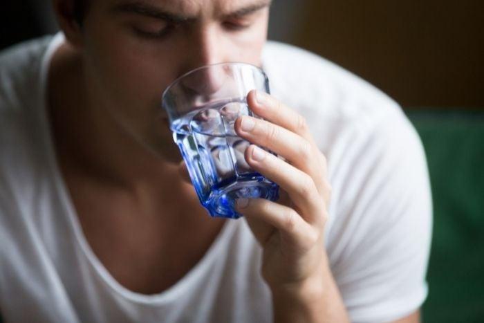 不當斷食 可能引發脫水現象