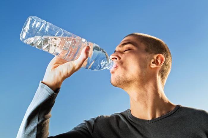怎麼預防中暑?隨時補充水分