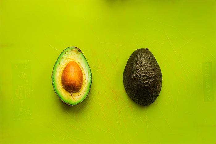 酪梨不是水果!它的熱量有74%以上來自於脂肪,因此被歸類在脂肪類