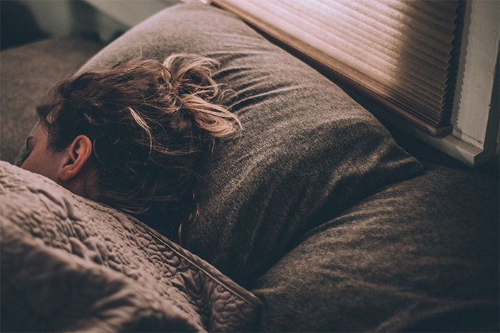 睡前攝取鈣、鎂等健康食品有助睡眠