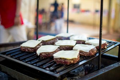 台灣小吃俗又大碗,也因為這樣,店家為了壓低成本,大多會選擇較便宜的重組肉,不然怎麼做生意對吧!只是對重組肉被媒體渲染的壞形象根深蒂固,讓我們對它又愛又恨,要吃的安心又健康,首先要解除對重組肉的誤會!