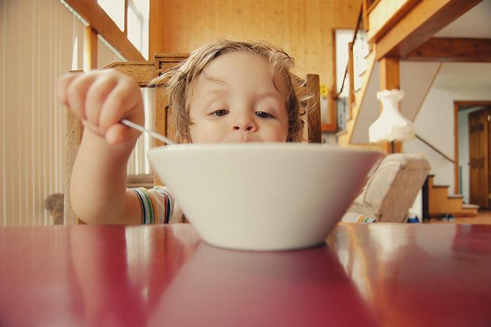希臘優格使用的牛奶量很多,吃完一碗,讓你飽足一餐。