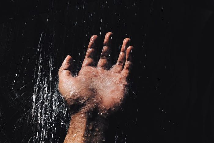 冷水澡 沖澡 沖手 從手腳開始沖