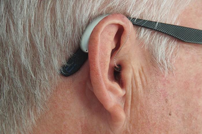 重聽也需要及時停損!戴助聽器