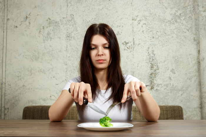 厭食症症狀-刻意斷食