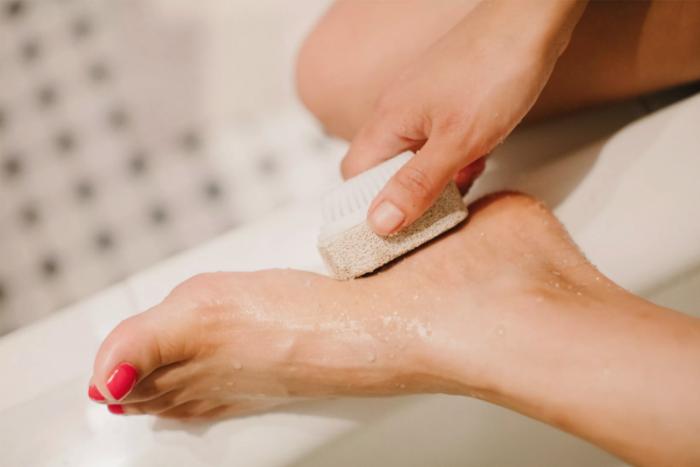 擺脫腳跟龜裂保養方法-每三天一次去角質