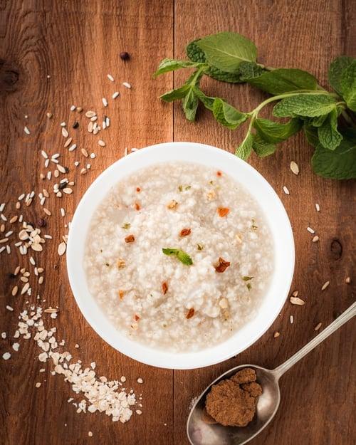 糊狀、切碎的食物,跟形狀大塊的食物比起來,身體更容易吸收,所以同一種食品,像是白米,稀飯的GI值會比白飯更高。