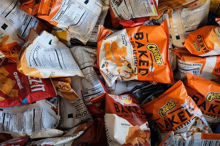 國外用白老鼠做「零食上癮」研究,發現吃零食,就和吸毒上癮的原理差不多。