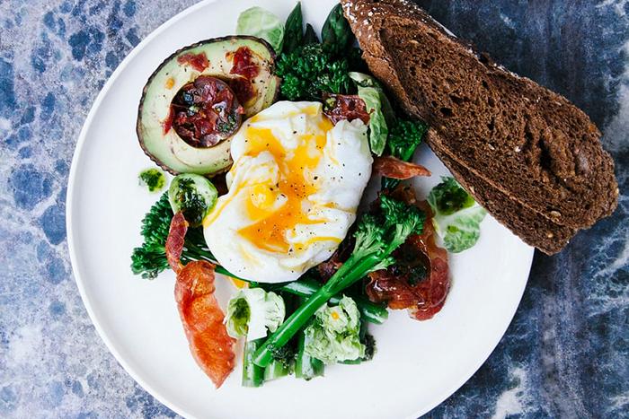 早餐不以精緻麵包為主食有助於戒除垃圾食物上癮