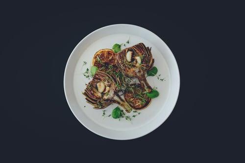 蒜頭不只是東方菜的好配角,在西方也經常用它來做濃湯、抹醬…等料理,可以說簡單到有難度的食譜都可以使用到蒜頭喔!
