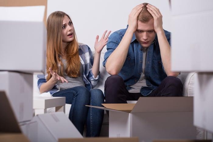 常熬夜 易情緒化 荷爾蒙受到影響 容易吵架 發脾氣