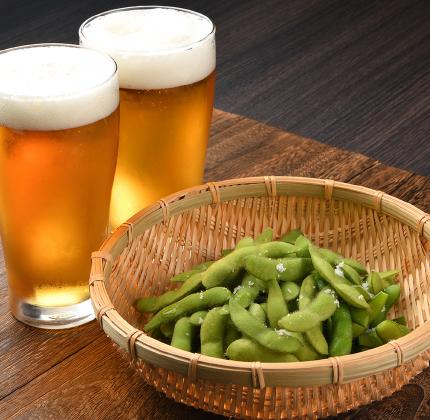 沒錯,毛豆是點單率超高的開胃菜,可是你有想過這其中的原因嗎?不只是因為跟啤酒很搭,當人體感到疲倦、沒食慾,正是因為缺乏礦物質鉀,而毛豆剛好含有豐富的鉀,可以解決這個問題!