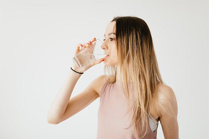 喝太多水 容易引發急性青光眼