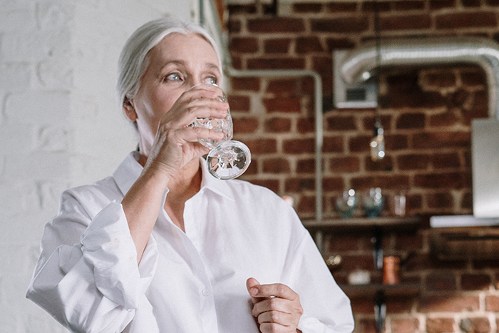 老化 老人 身體代謝差 脫水 適時補水