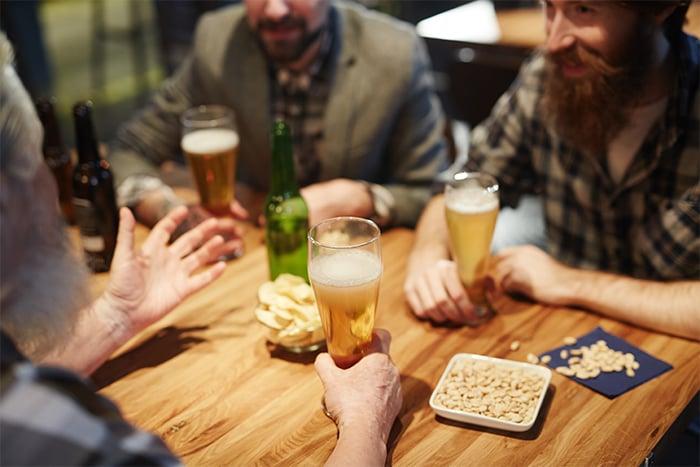 喝酒 酒精 下酒菜 熱量高 酒精利尿 降低免疫力
