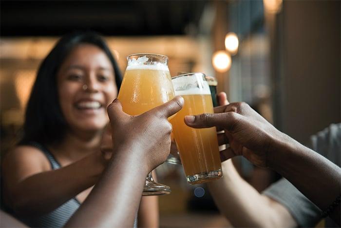 喝酒熬夜都可能會容易讓身體有瘀青