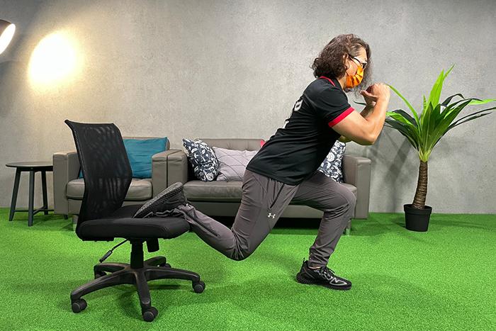 WFH也能用辦公椅來運動-單腳弓箭步
