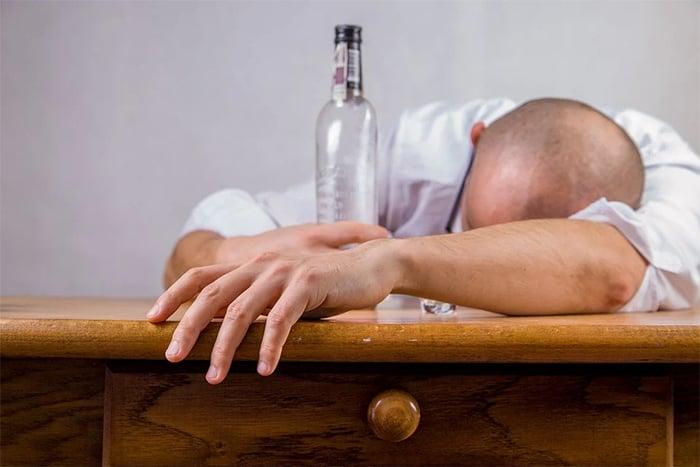 嚴重酒癮容易引起酒精性肝炎