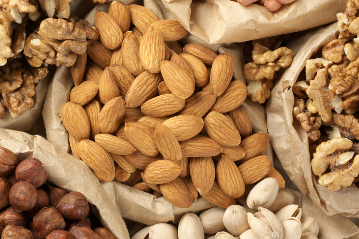 補充適量堅果有助於降低三酸甘油酯