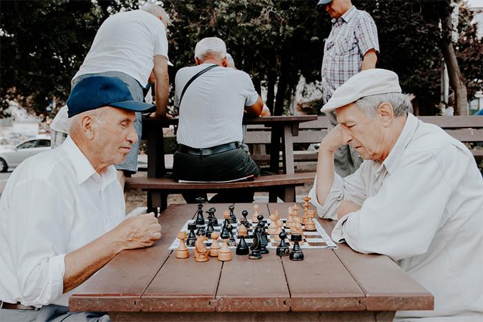 預防阿茲海默症6個方法-持續運用大腦