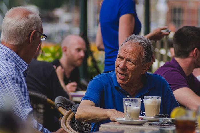 預防阿茲海默症6個方法-維持社交生活