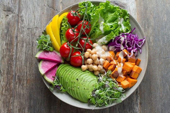 從食物中攝取鈣,補充人體製造鈣質的原料,預防骨質疏鬆