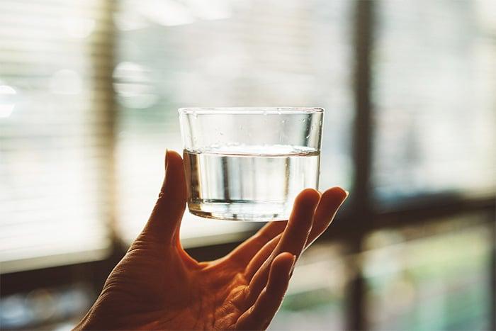 想大便時,喝杯500c.c.的溫開水,刺激腸胃道蠕動、增加便意