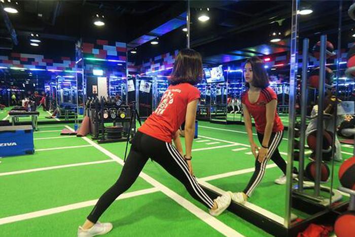 肌肉型瘦下半身運動-直膝伸展