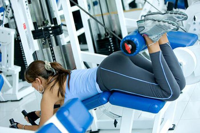 健身房瘦腿的肌力訓練-後屈腿