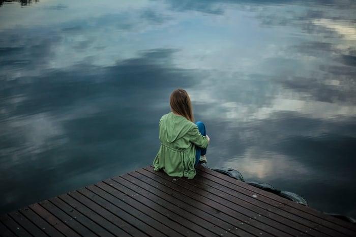 憂鬱症 藝人荷莉 憂鬱症新聞 不快樂 負面情緒 輕生 找不到宣洩出口