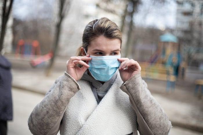 戴口罩 手亂摸臉 增加疾病傳染 皮膚感染發炎