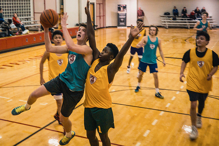 突然做激烈運動 打籃球 損害免疫力