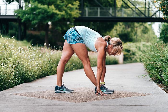 跳繩瘦身有訣竅,運動前暖身是最基本的功夫。