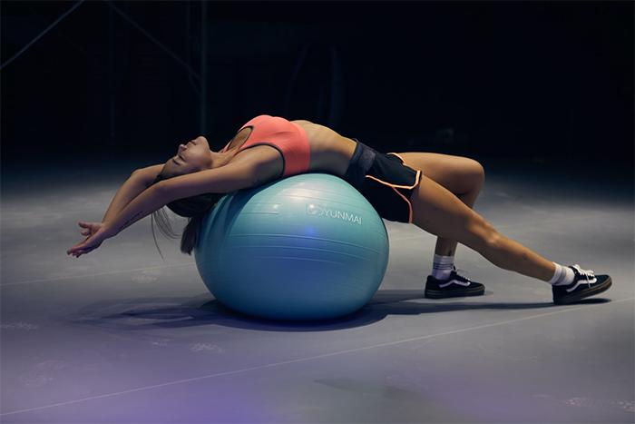抗力球5大優點-溫和的骨盆運動