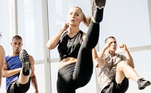 女孩們,誰說你只能慢跑、做瑜珈,隨著觀念開放,女性嘗試高強度、高心肺訓練的運動項目,也是挑戰自己。當然,健身重訓是一個選項,藉以加強肌力、雕塑線條,另外,如果想讓運動菜單多點變化,「拳擊有氧」則能兼備紓解壓力和瘦身甩油!