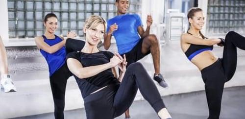 養成規律練習拳擊有氧後,不僅有助減肥、緩解壓力,也提升專注力、反應力、協調性,運動表現上也比以往更進步,且身材慢慢變緊實,會讓你對自己更有自信心。而看見成果、達到瘦身目的,這些「正面回饋」會讓你更有動力繼續保持運動習慣唷!