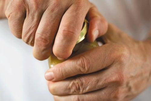 握力在日常生活中是必須的,例如:開門、扭瓶蓋、打方向盤