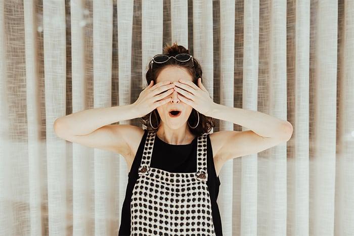 掌心摀住雙眼 眼睛瑜珈 擺脫眼睛勞累
