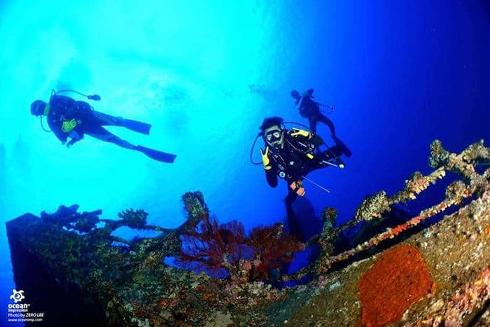 探索神秘的海洋世界:海底玩家潛水中心