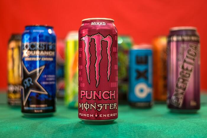 市面上販賣的提神飲料有很多種,是許多加班、長途駕駛…等族群的必要裝備,提神飲料除了有巨量咖啡因之外,還會添加牛磺酸、瓜拿納…等元素,混合成合法的興奮劑,這些內容物還有哪些功效呢?