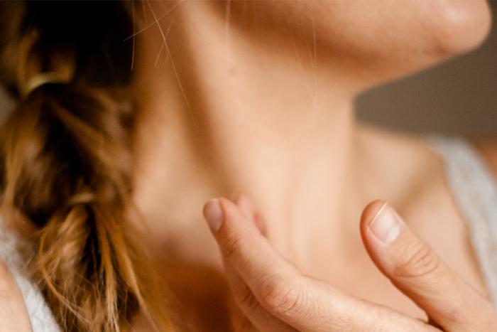 不管是想預防細紋產生,或減少已經出現的脖紋,7招學起來。