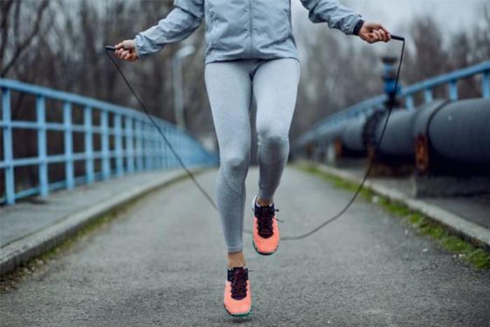 訓練方式百百種,強烈建議你把跳繩加進去,因為你將會得到高效率運動效果!