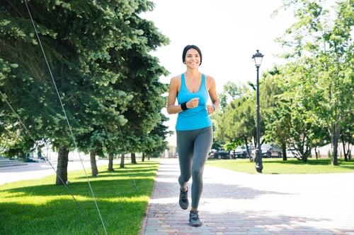 別老是待在冷氣房!偶爾出門走走,創造可以自然流汗的時間。