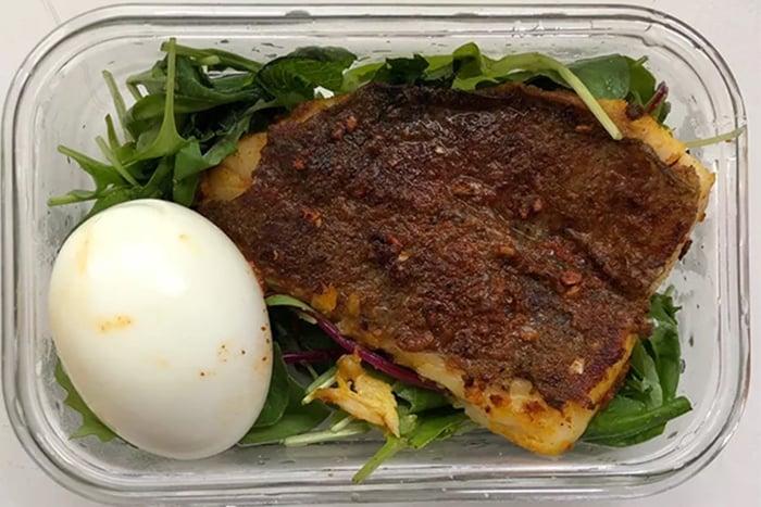 水煮蛋 煎鱸魚 生菜