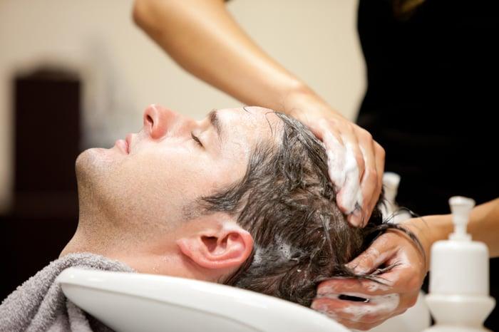 洗頭 洗頭2次並加按摩 深入頭皮清潔